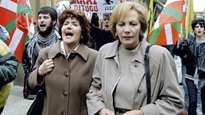 Elena Irureta y Ane Gabarain como Bittori y Miren