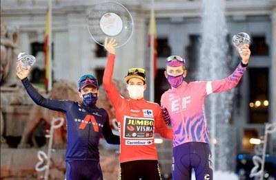 Ganadores de la Vuelta a España 2020 en el podio