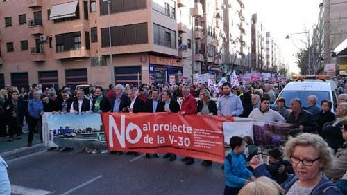Manifestación en Xirivella en contra del paso inferior