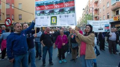 Manifestación por las calles de Xirivella en contra del paso inferior de la V 30