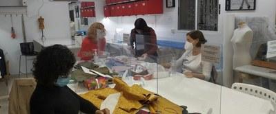 Curso de indumentaria valenciana de la escuela  Tissora
