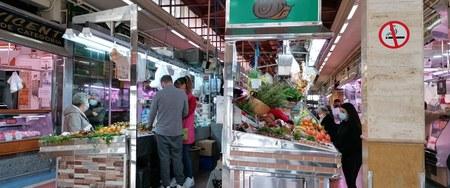 Los negocios del Mercado del Cabanyal demandan el fomento del comercio local