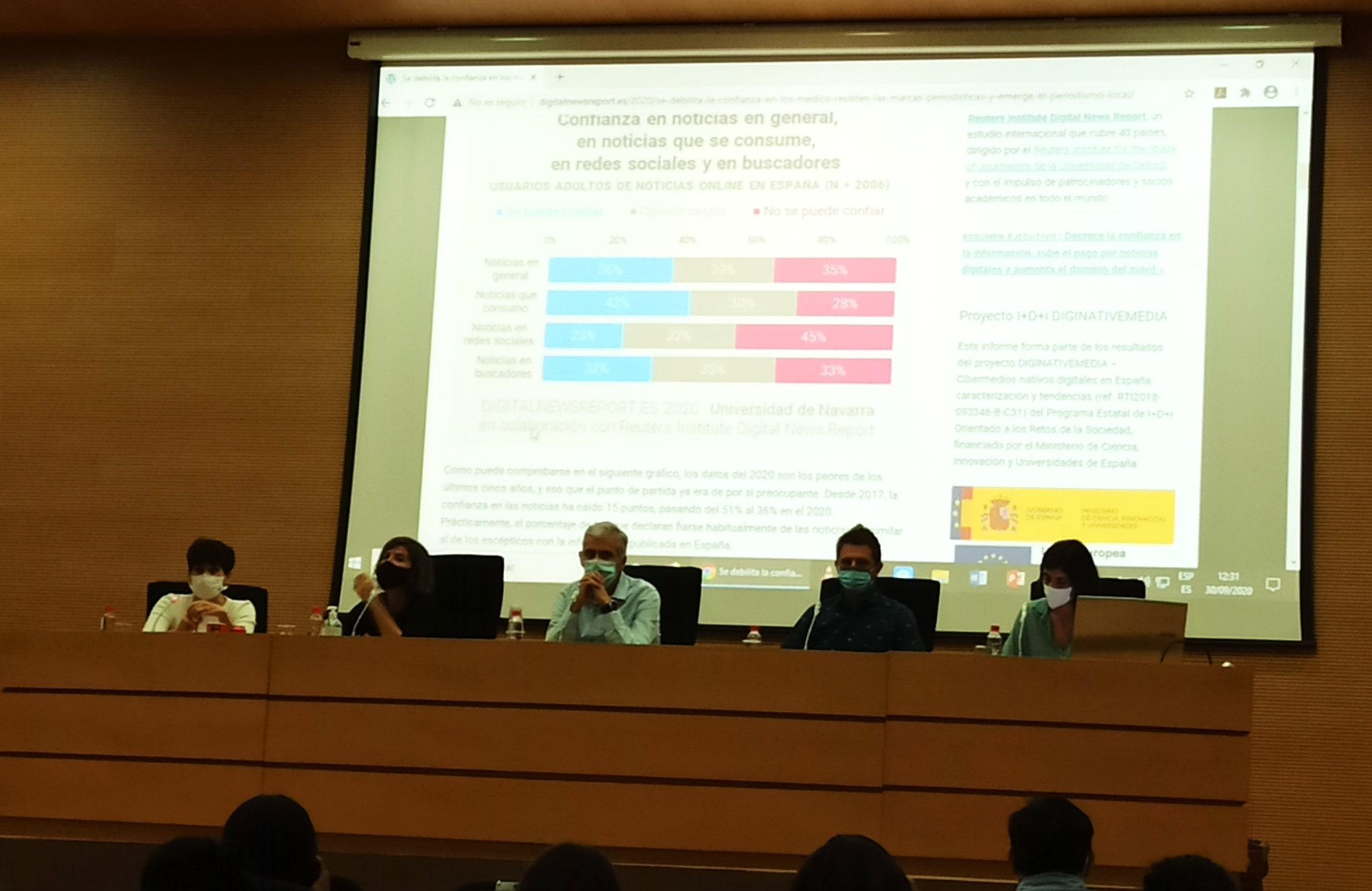 La segunda mesa formada por Mº Jesús Espinosa de los Monteros, Eva Lamarca, Luís Calero y Raquel Ejerique.