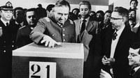 Augusto Pinochet votando su constitución.