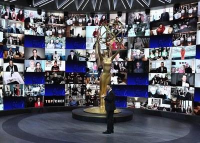 Jimmy Kimmel realizando conexiones con invitados de la gala. Foto: Getty Images
