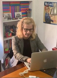 La letrada Pilar Alcahuz en su despacho