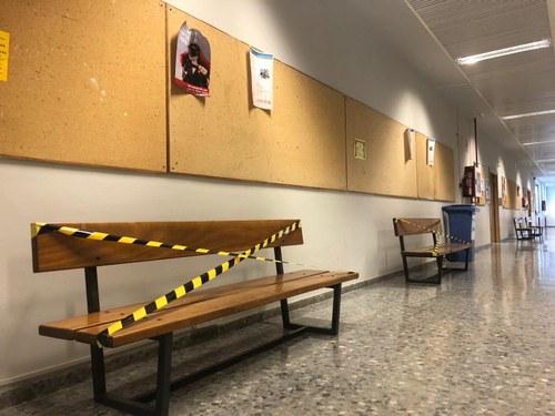 Medidas anti-covid en los pasillos. CUARTO PISO